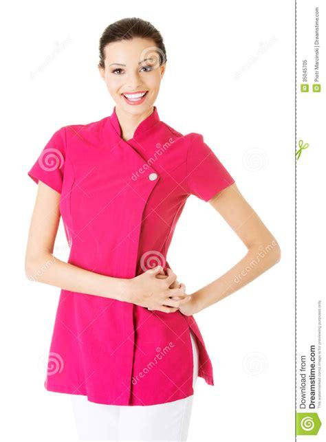 imagenes libres masajes masajista joven atractiva en uniforme del rosa foto de