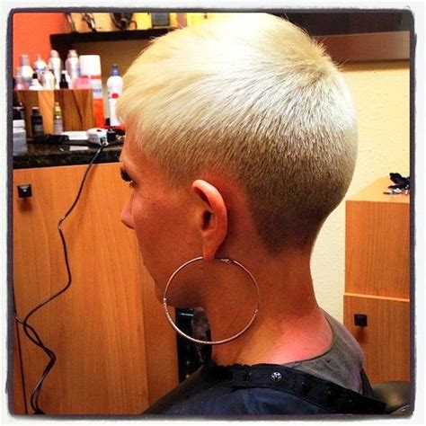 woman cuts hair with fork and clippers 21 gorgeous super short hairstyles for women super short