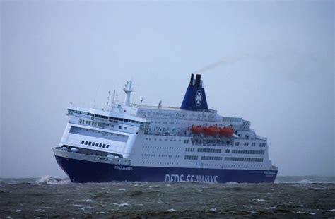 boot ameland storm foto s veerboot king seaways dfds met storm in ijmuiden