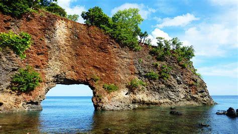 Batu Lava Merah Aquascape 10 tempat wisata di ambon yang wajib dikunjungi