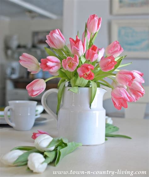 tulips arrangements easy tulip arrangement with white ironstone town