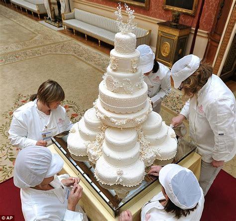 Wedding Cake Assembly by How To Transport A Wedding Cake Nutatafish