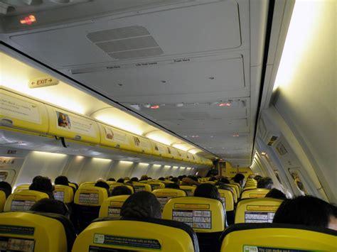 aerei ryanair interni ryanair avvocato denuncia mi hanno cacciato dall aereo