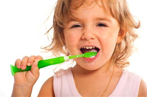 Zähne Polieren Wie Oft by Z 228 Hne Putzen Ungeliebt Und Superwichtig Vaterfreuden