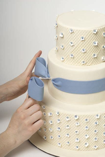 como decorar un bizcocho con galletas fondant bow tutorial cake decorating pinterest