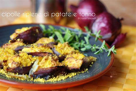 cucinare le cipolle cipolle ripiene di patate e tonno ricetta facile