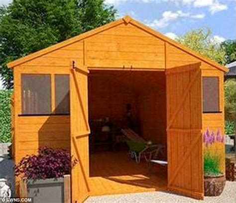 Garden Bedroom Shed Room In A Garden House For Rent Landlord Tries To