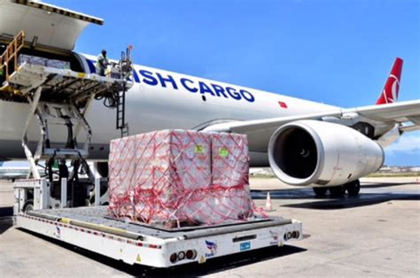 turkish cargo teams up with army for somalia for aid flight