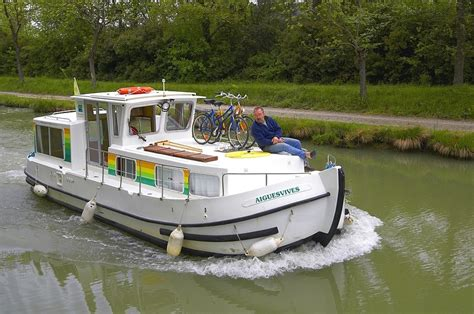 mini boat hire boat hire on aquitaine with p 233 nichette 935 in france
