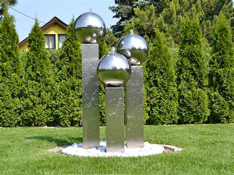 gartenbrunnen aus edelstahl