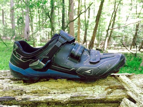 mountain biking shoes reviews review shimano xc90 dynalast mountain bike shoes bikerumor