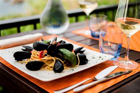 come si cucinano i ricci di mare la balena osteria di mare ristorante sulla costa dei