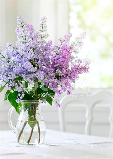 Centerpieces Vase 桌上花瓶里束紫丁香花 照片素材 Freeimages Com