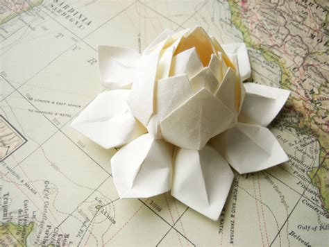 Japanese Flower Origami - unique wedding ideas japanese influenced wedding style