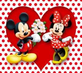 mickey mouse le mickey mouse le regala a minnie mouse una cestita de