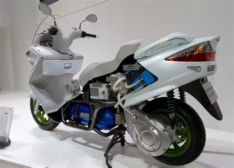 Suzuki Motors File Suzuki Burgman Fuel Cell Cutaway Model 2011 Tokyo
