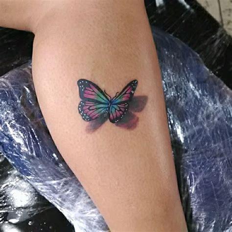 tattoo 3d en la pierna mariposa estilo 3d tatuajes para mujeres