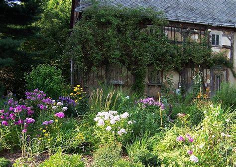 cottage garten ideen einen cottage garten gestalten typisches und bepflanzungen