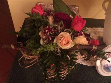 manda fiori manda un mazzo di fiori alla moglie ma sono per il