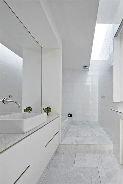 Charmant Photo Salle De Bain Zen Et Nature #4: salle-de-bain-scandinave-ambiance-toute-blanche-%C3%A9pur%C3%A9e.jpg