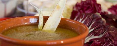 bagna cauda con topinambur bagna cauda piatto tipico piemontese