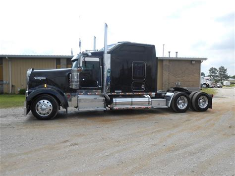 Kenworth W900l 86 Studio Sleeper used 2005 kenworth w900l 86 studio tandem axle sleeper