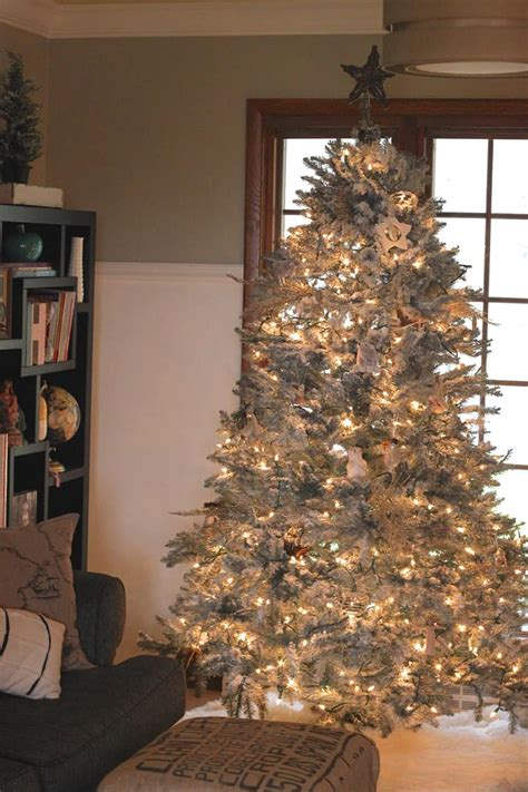 white flocked christmas tree decorating ideas beautiful ideas to deck up your frosted christmas tree