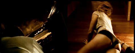 Manuela Vellés nude pics page