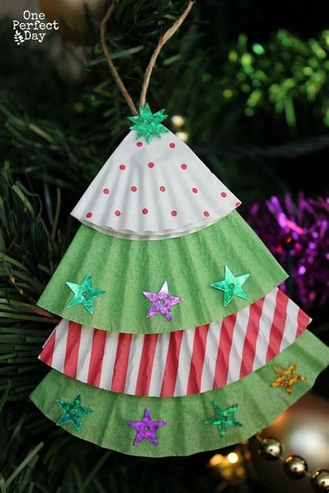 easy christmas ornament for kids to make using cupcake