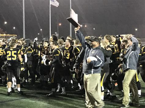 bend beats cottage grove 35 21 in 4a to win