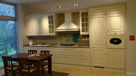 cucine scavolini classiche prezzi scavolini baltimora legno cucine a prezzi scontati