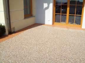 terrassenbelag günstig natursteinteppich terrassenbelag balkonbeschichtung