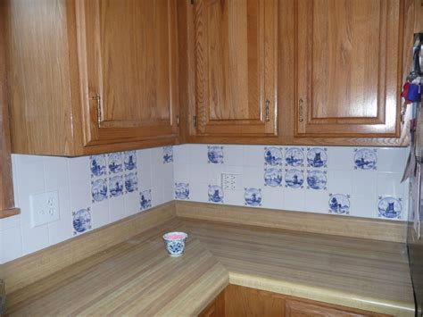 delft blue kitchen back splash blue and white ceramic tile