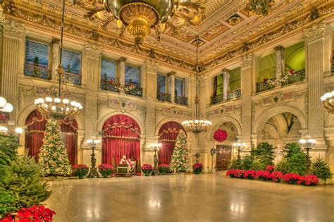 newport mansion christmas tours