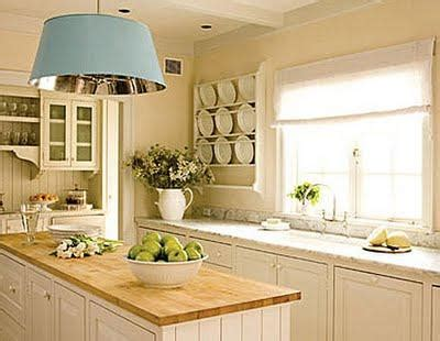 pale yellow walls white cabinets wood counter tops il lavello sotto la finestra paperblog