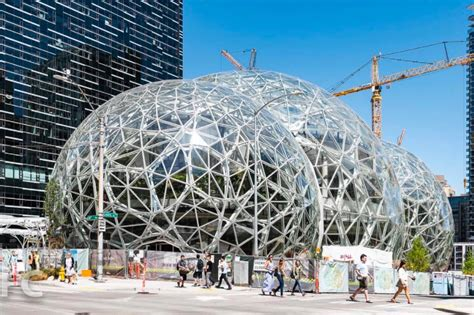 amazon headquarters vancouver island mayor looking to bring amazon