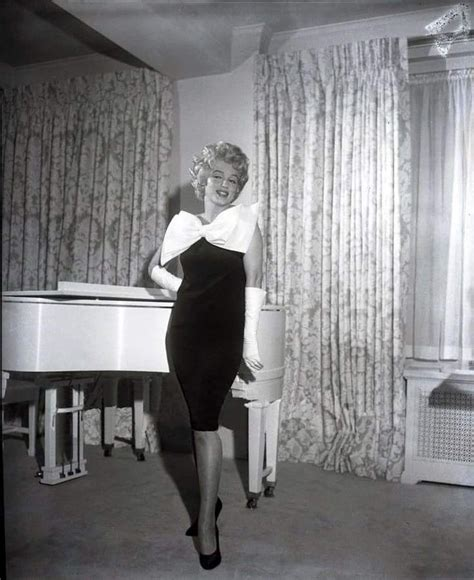 Lindsay Buys Marilyn Apartment by 327 Best Marilyn S New York Home Images On New
