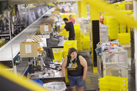 A M | long lines as amazon tries to hire 50 000 in national