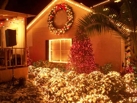 christmas lane lights display tradition draws crowds to