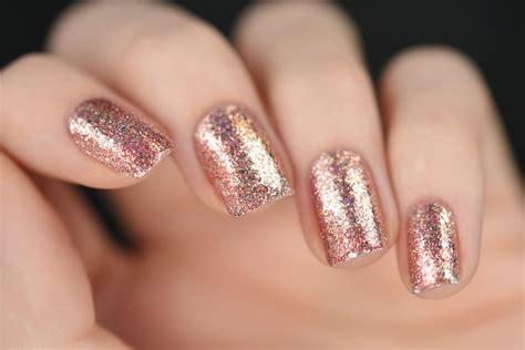nägel mit gold juliette gold holographic nail