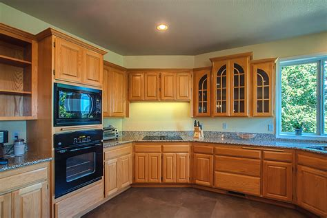 blue kitchen with oak cabinets kitchen paint colors with oak cabinets gosiadesign com