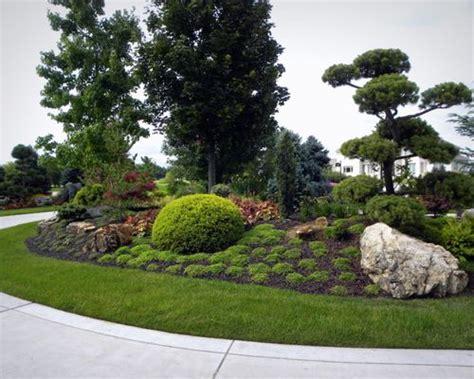large traditional landscape mounds home design photos