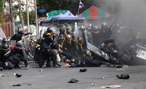 Mouve Bangkok Top By Secretroom photos thailand riots continue one officer killed