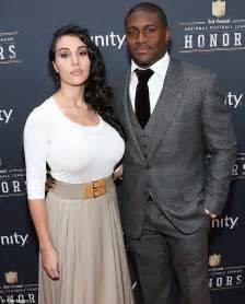 awkward kim kardashian runs into ex reggie bush and his