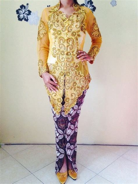 Set Kebaya Muslim Bordir kebaya pengantin modern warna gold emas dan rok batik wiru
