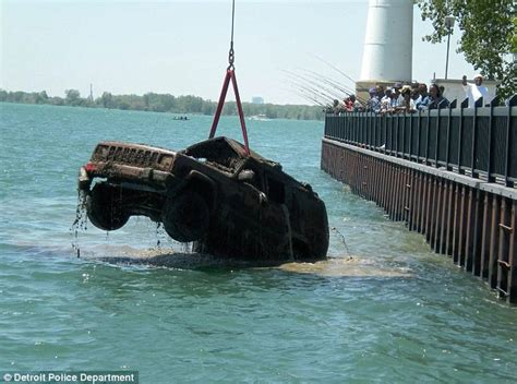 old boat found in sydney detroit river revolutionary war relics found daily mail