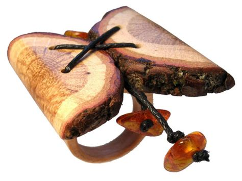wooden jewelry be eco friendly with your wooden jewelry green design