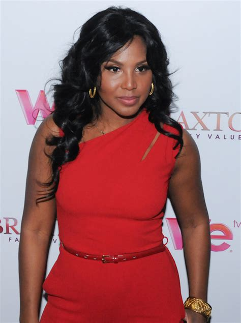 first look see the actress playing toni braxton in her look at toni braxton style trends 2014 happy birthday toni