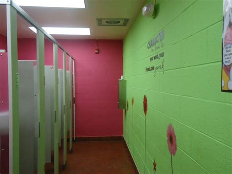 school bathroom decorating ideas pin by stephanie pedersen on cool school stuff pinterest