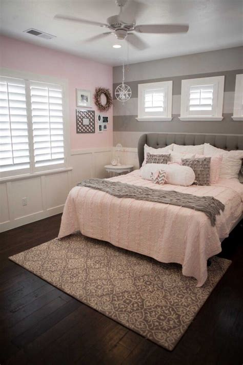 pink  grey room love  wainscoting  tone grey